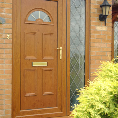 Wood effect entrance door in oak